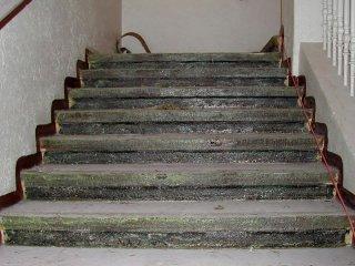 Schody před renovací